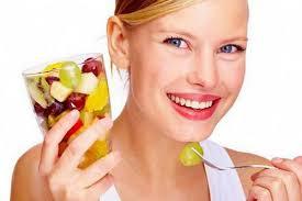 comiendo-vaso-fruta